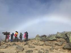 金峰山山頂にて大きな虹