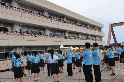 吹奏楽部、全校生徒も